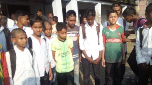 নাটোরে ২২ ছাত্রের চুল কেটে বরখাস্ত প্রধান শিক্ষক