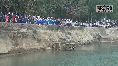 শুকনো মৌসুমে ধরলার ভাঙন, আতঙ্কে ৩ গ্রামের মানুষ