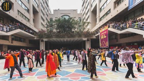 ৯ গানে বাংলা চলচ্চিত্রকে স্মরণ করলো নর্থ সাউথ