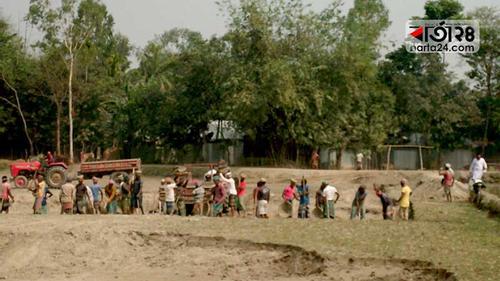 গাইবান্ধায় কৃষি জমির টপ সয়েল গিলে খাচ্ছে ইটভাটা