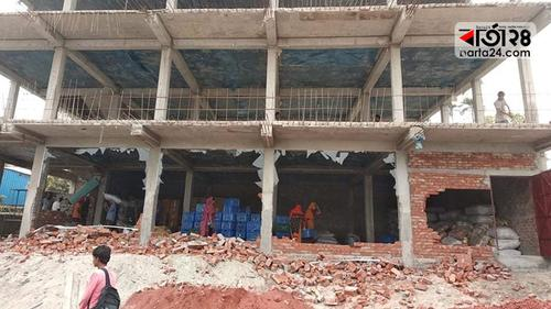 নারায়ণগঞ্জে অনুমোদনহীন ৩ ভবন ভেঙে দিয়েছে রাজউক