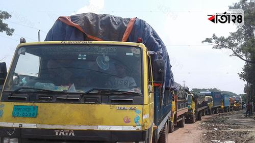 পাটুরিয়া-দৌলতদিয়ায় পারের অপেক্ষায় ৭ শতাধিক যানবাহন