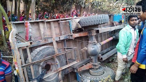 ধামুইরহাটে ভটভটি উল্টে চালক নিহত