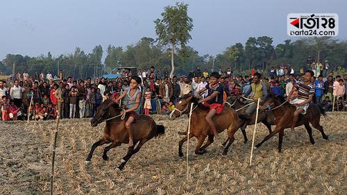 পীরগাছায় ঐতিহ্যবাহী ঘোড়া দৌড় প্রতিযোগিতা