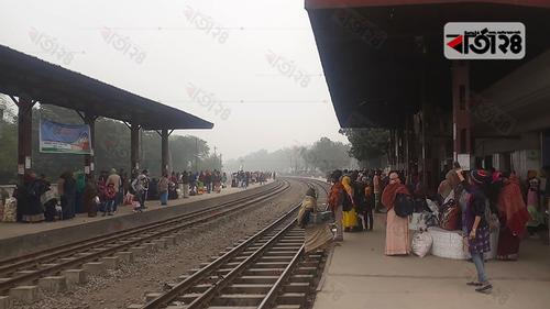 টাঙ্গাইলে থামছে না নীলসাগর-সুন্দরবন-চিত্রা