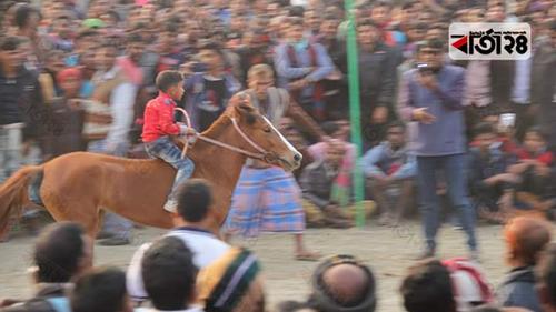 চাঁপাইনবাবগঞ্জে ঘোড় দৌড় প্রতিযোগিতা