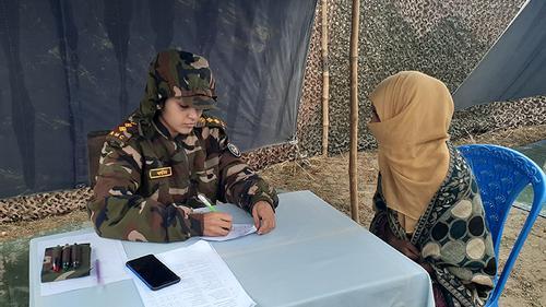 দুস্থদের সেনাবাহিনীর বিনামূল্যে চিকিৎসা সেবা