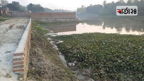 হিসনা নদী গিলে খাচ্ছে অবৈধ দখলদারেরা