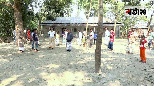 দ্বন্দ্বে বন্ধ পাঠদান, কেজি দরে বই বিক্রি করেছেন প্রধান শিক্ষক