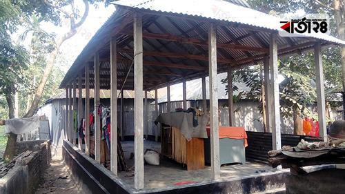 বিনামূল্যের সরকারি ঘরের নামে নেওয়া হচ্ছে ৫০ হাজার টাকা