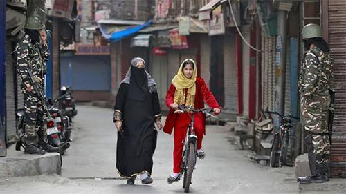 চালুর পরদিনই কাশ্মীরে বন্ধ হলো ইন্টারনেট পরিষেবা