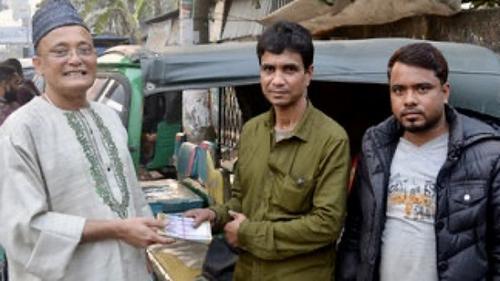 প্রবাসীর টাকা ভর্তি ব্যাগ ফিরিয়ে দিলেন অটোরিকশা চালক