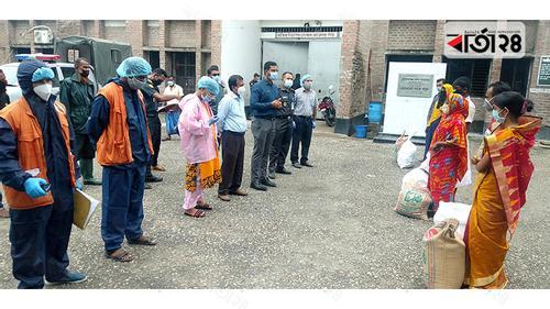 গোপালগঞ্জে মুক্তি পাওয়া কারাবন্দীদের খাদ্য সহায়তা প্রদান
