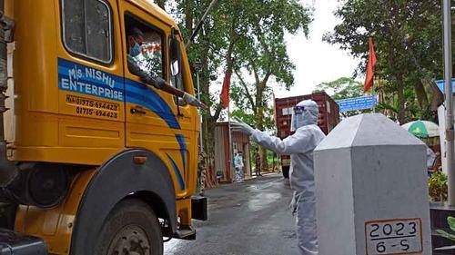 ট্রানজিটের প্রথম চালান পৌঁছেছে ভারতের ত্রিপুরায়