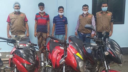 নোয়াখালীতে চোরাই মোটরসাইকেলসহ গ্রেফতার ২