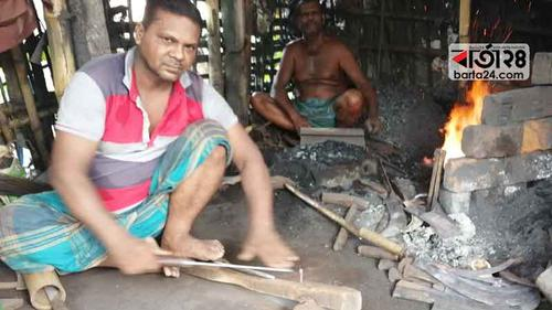 ব্যস্ত সময় পার করছে কুষ্টিয়ার কামারপাড়ার কারিগররা