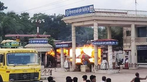 কুমিল্লায় সিএনজি ফিলিং স্টেশনে অগ্নিকাণ্ড, অগ্নিদগ্ধ ২