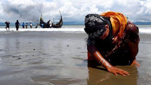 সমুদ্রে কয়েকশ' রোহিঙ্গাকে জিম্মি করে মুক্তিপণ দাবি পাচারকারীদের