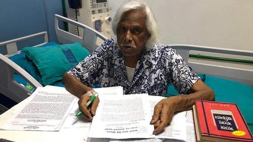 হাসপাতালে বসে লেখালেখি করছেন ডা. জাফরুল্লাহ