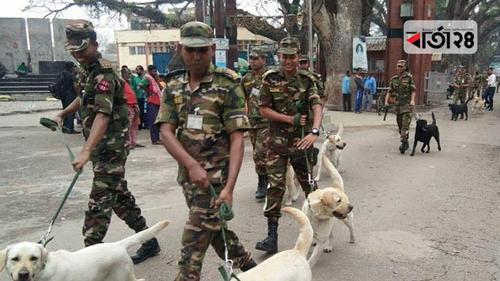 সেনাবাহিনীকে ১০টি কুকুর উপহার দিল ভারত