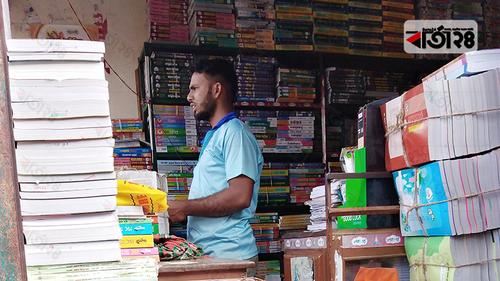 ভূঞাপুরে বাধ্য হয়ে নিষিদ্ধ গাইড কিনতে হচ্ছে শিক্ষার্থীদের