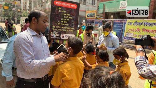 শিক্ষার্থীদের মাঝে পাথওয়ে'র মাস্ক বিতরণ