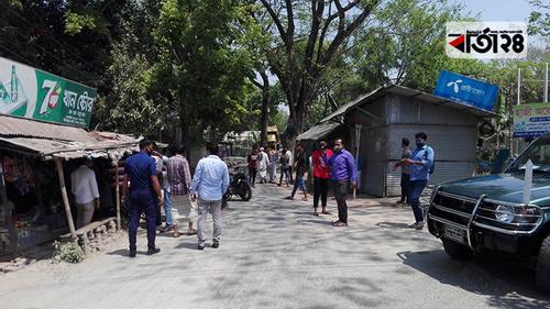 বাজারদর নিয়ন্ত্রণে শিবচরে মনিটরিং, ৩ দোকানে জরিমানা