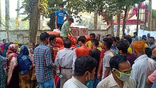 গৌরীপুরে টিসিবির পণ্য বিক্রি শুরু, পেঁয়াজের চাহিদা বেশি
