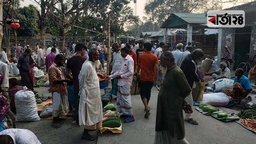 পীরগাছায় হাট-বাজারে কমেনি জনসমাগম