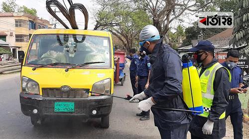 করোনাভাইরাস: শ্রীমঙ্গলে যানবাহনে জীবাণুনাশক স্প্রে