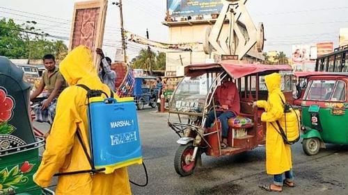 করোনা রোধে লক্ষ্মীপুরে যানবাহনে জীবাণুনাশক স্প্রে