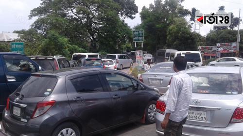 ঢাকা আরিচা মহাসড়কে বাড়তি যানবাহন, ভোগান্তি ফেরিঘাটে