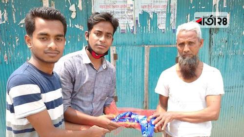 নোয়াখালীতে প্রান্তিক মানুষের দ্বারে সাবান পৌঁছে দিচ্ছে তরুণরা