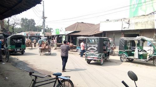 রাজবাড়ীতে বাস-ট্রেন চলাচল বন্ধ, চলছে ছোট গাড়ি