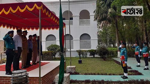 রংপুরে জনসমাগম এড়িয়ে স্বাধীনতা দিবসে পতাকা উত্তোলন