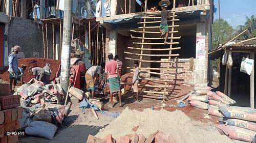 মেহেরপুরে চলছে নির্মাণ কাজ, করোনা ঝুঁকিতে শ্রমিকরা