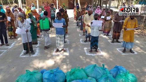 ঠাকুরগাঁওয়ে ২শ' পরিবারকে খাবার দিল স্বেচ্ছাসেবী সংগঠন