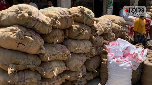 নিজ অর্থায়নে দুস্থদের ৪৯ টন খাদ্য দিলেন এমপি শিমুল