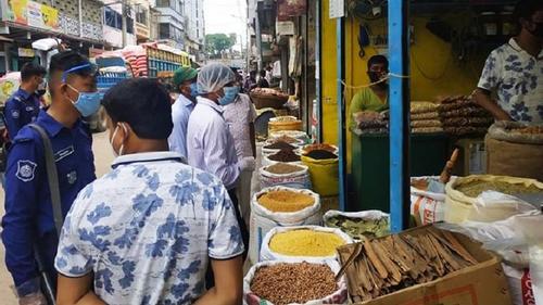 কুমিল্লায় মসলার বাজারে অভিযান, ৬ প্রতিষ্ঠানকে জরিমানা
