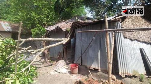 ইসলামপুরে ঝড়ে শতাধিক ঘরবাড়ি বিধ্বস্ত