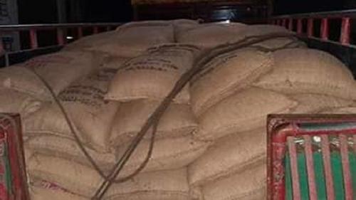 গাইবান্ধায় ১৪৩ বস্তা চাল উদ্ধার, ডিলার আটক