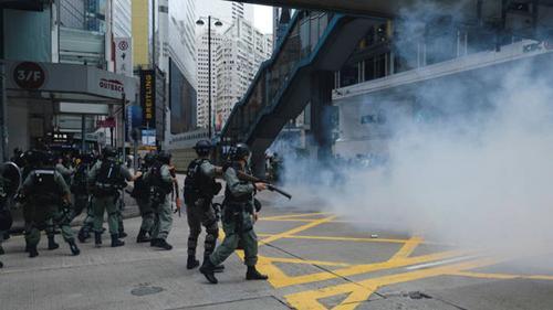 চীনের নতুন নিরাপত্তা আইনের বিরুদ্ধে বিক্ষোভে উত্তাল হংকং