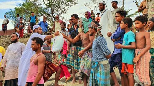 আম্পানে ক্ষতিগ্রস্ত এলাকায় ইকরামুল মুসলিমিনের ত্রাণ বিতরণ