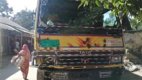 টাঙ্গাইলে ট্রাকচাপায় তিন মোটরসাইকেলের আরোহী নিহত