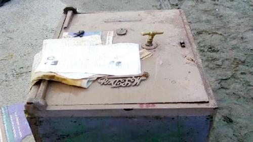 বঙ্গবন্ধু সেতুপূর্ব গোলচত্বর থেকে লোহার সিন্দুক উদ্ধার