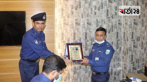 বগুড়ায় সেরা সার্কেল অফিসার সনাতন, ওসি হুমায়ুন