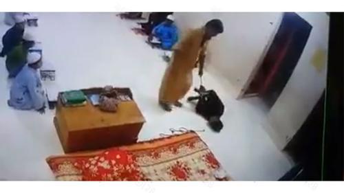 হাত-পা বেঁধে মাদরাসার 'ছাত্র পেটানো' সেই শিক্ষক আটক