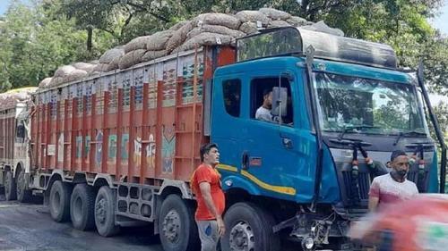 India takes back 10 thousand tones of onions from Sona Masjid landport