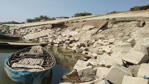 বাঁধে ভাঙন: উৎকণ্ঠায় পদ্মাপাড়ের বাসিন্দারা