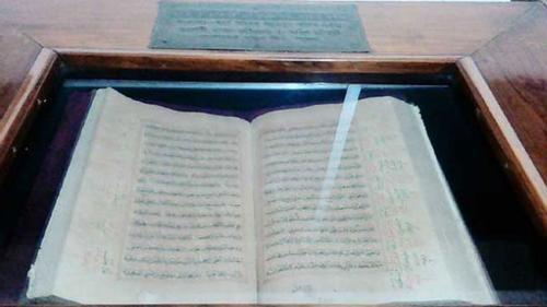 মোগল বাদশাহর হাতে লেখা কোরআন বাংলাদেশেও সংরক্ষিত